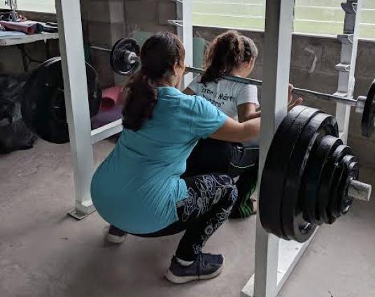 women squating